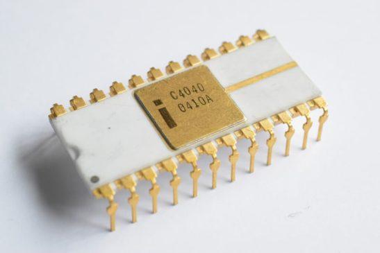 микропроцессор — модель 4004