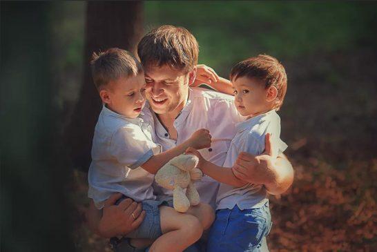День сына могут отмечать все мужчины в качестве сыновей, а также семьи, в которых есть сын...