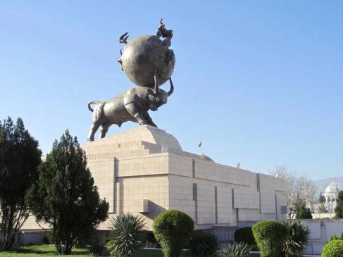 Памятник жертвам землетрясения в Ашхабаде