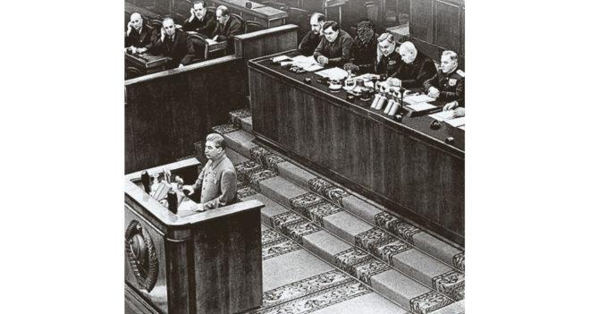 И.В.Сталин выступает с речью на заключительном заседании XIX съезда КПСС