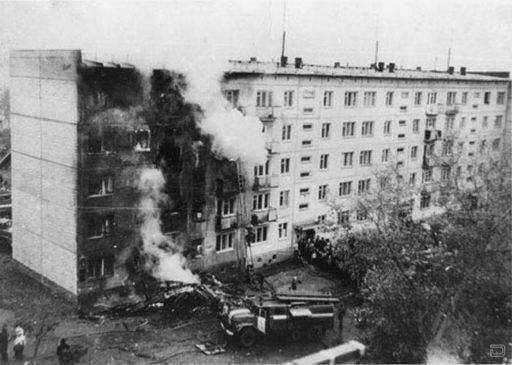 Последствия тарана жилого дома самолетом Ан-2 в Новосибирске