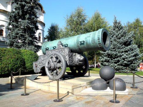 Пушечный (пушкарский) приказ объединил все существующие в крупных городах Пушечные избы и ранее созданный в Москве Пушечный двор