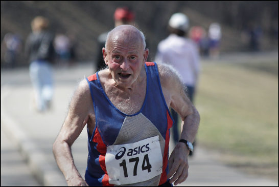 старики на марафонской дистанции