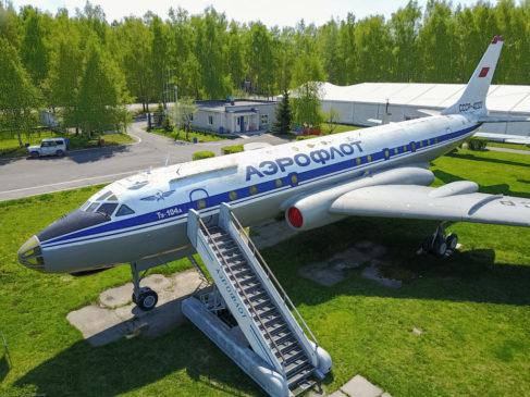 Ту-104 - первый в мире пассажирский реактивный самолет