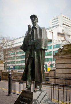 Памятник Шерлоку Холмсу в Лондоне
