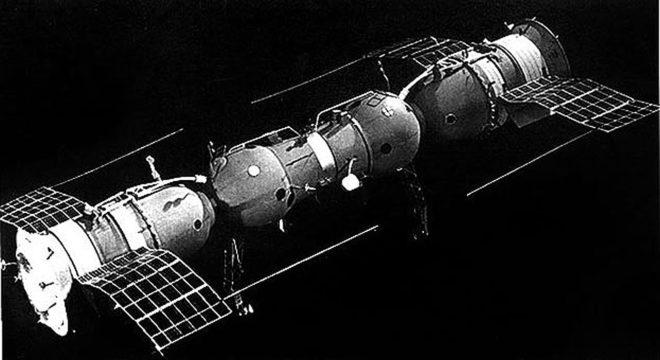 Полностью автоматическая стыковка двух космических аппаратов