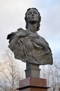 Бронзовый бюст Г.Улановой в образе Джульетты. Скульптор М. Аникушин