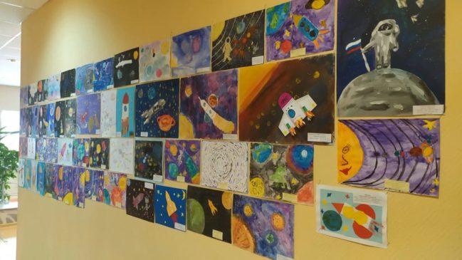 Во Дворце культуры Звёздного открылась выставка рисунков