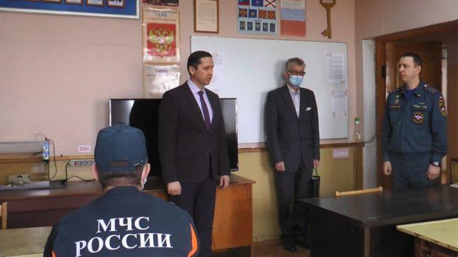 С Днëм пожарной охраны огнеборцев поздравил Александр Швецов