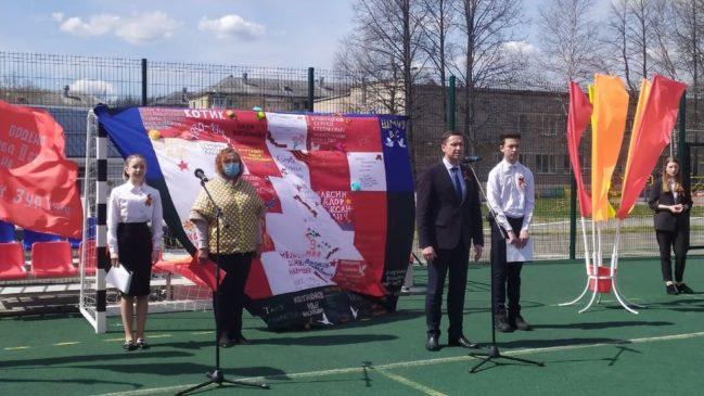 Школьники почтили память ветеранов Великой Отечественной войны, а юнармейцы несут Вахту Памяти